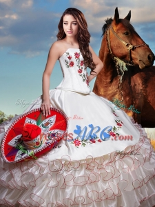 Western Theme Lovely Embroideried and Ruffled Layers Strapless Organza Quinceanera Dress in White