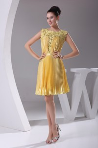 Yellow Pleating Lace Scoop Homecoming Dress Decorated With Ribbon