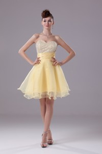 Light Yellow Sweetheart Knee-length Beading Cocktail Dress