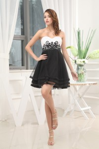 Appliques Black And White Sweetheart Cocktail Dress