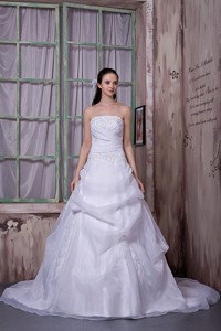 Simple Strapless Chapel Train Taffeta And Organza Appliques Wedding Dress