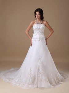 Beautiful Strapless Chapel Train Organza And Taffeta Appliques Wedding Dress