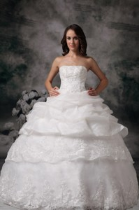 Beautiful Ball Gown Strapless Floor-length Lace Pick-ups Wedding Dress