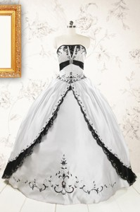 Customize Embroidery White And Black Quinceanera Dress