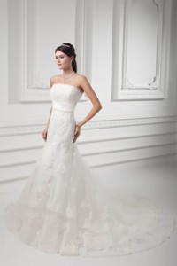 Clasp Handle Strapless Lace Wedding Dress With Chapel Train