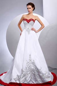 New Arrival Wedding Dress With Embroidery And Beading Sweetheart Chapel Train