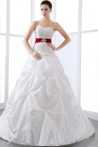 Elegant Wedding Dress With Sweetheart Appliques And Pick-ups Chapel Train