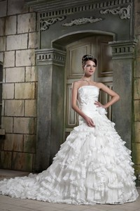 Exquisite Strapless Chapel Train Organza And Taffeta Hand Made Flowers Wedding Dress