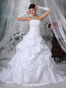 Elegant Strapless Court Train Taffeta Appliques And Handle Flowers Wedding Dress
