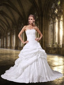 Princess Strapless Wedding Dress With Appliques