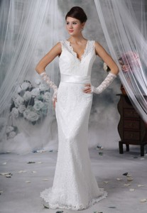 Hampton Iowa V-neck Lace Decorate Bodice Sash Bowknot Brush Train Wedding Dress
