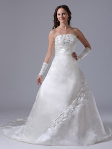Custom Made Embroidery Wedding Dress With Ruch Strapless