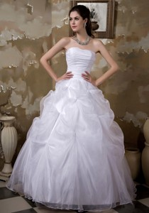 Elegant Ball Gown Strapless Floor-length Taffeta and Organza Pick-ups Wedding Dress