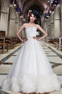 Fashionable A Line Sweetheart Chapel Train Wedding Dress
