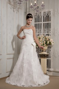 Affordable Strapless Court Train Lace Bowknot Wedding Dress