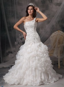 Luxurious One Shoulder Court Train Organza And Lace Beading Wedding Dress
