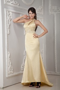 Unique Light Yellow Column Prom Dress One Shoulder Satin Beading Brush Train