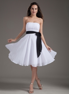 White Sash Empire Strapless Knee-length Prom Dress
