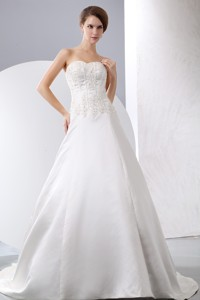 Elegant Sweetheart Court Train Satin Appliques With Beading Wedding Dress