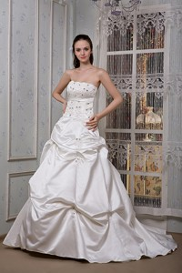 Luxurious Strapless Court Train Taffeta Appliques And Beading Wedding Dress