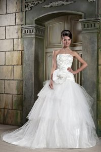 Popular Strapless Chapel Train Tulle And Taffeta Beading Wedding Dress