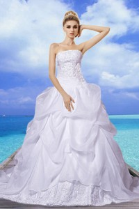 Brand New A Line Strapless Appliques Wedding Dress With Court Train