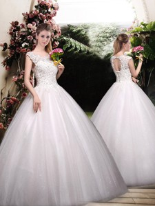 Romantic Ball Gown Scoop Wedding Dress With Appliques