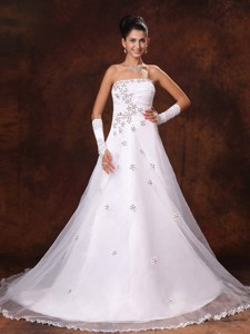 Appliques Strapless Organza Court Train Custom Made Wedding Dress For Church Wedding Party