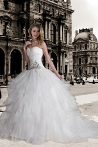 Fashionable Ball Gown Sweetheart Court Train Beading Wedding Dress with Beading