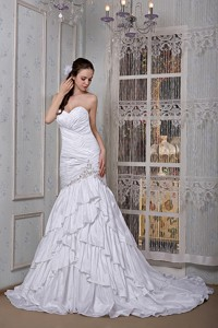 Luxurious Sweetheart Brush Train Taffeta Appliques Wedding Dress