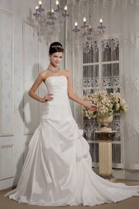 Elegant Strapless Court Train Taffeta Appliques Wedding Dress