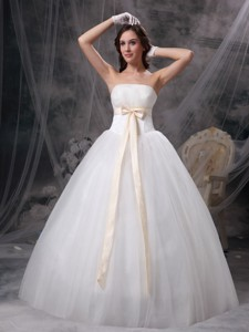 Wonderful Strapless Floor-length Organza And Taffeta Bows Wedding Dress