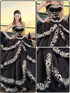 Latest Embroidery Sweetheart Quinceanera Dress In Black