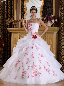 White Princess Strapless Floor-length Organza Appliques Quinceanera Dress