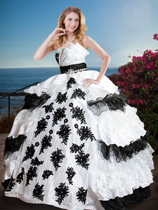 Fashionable Black and White Quinceanera Dress with Appliques and Ruffled Layers