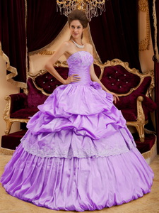 Beautiful Ball Gown Strapless Floor-length Taffeta Appliques Lavender Quinceanera Dress