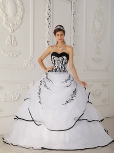White Ball Gown Sweetheart Floor-length Satin and Organza Quinceanera Dress