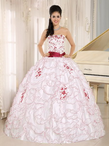 White Organza Strapless Quinceanera Dress With Embroidery Decorate