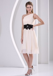 Elegant One Shoulder Champagne Chiffon Knee-length Dress For Prom Party Hand Made Flower Belt