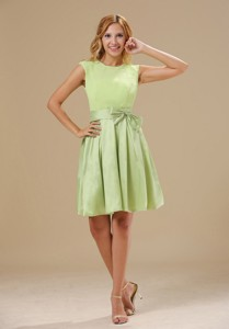 Warrensburg Yellow Green Knee-length Bowknot Decorate Wasit Scoop Taffeta And Chiffon Dama Dress For Quinceanera