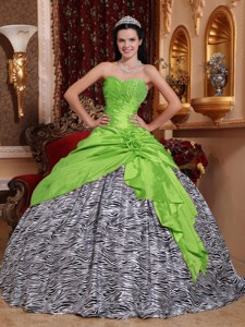 Spring Green Ball Gown Sweetheart Floor-length Taffeta and Zebra Beading Quinceanera Dress