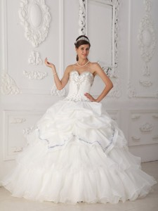 White Ball Gown Sweetheart Floor-length Organza and Taffeta Beading Quinceanera Dress
