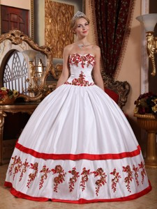 White Ball Gown Sweetheart Floor-length Taffeta Appliques Quinceanera Dress