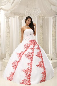 Beautiful Embroidery White Ball Gown Quinceanera Dress For Formal Evening Taffeta And Organza