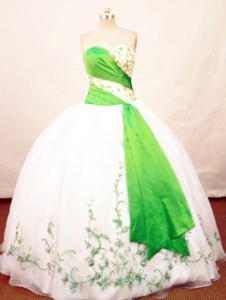 Beautiful Ball Gown Sweetheart Neck Floor-length Organza White And Green Quinceanera Dress