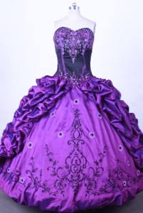 Luxuriously Ball Gown Sweetheart Floor-length Purple Taffeta Quinceanera dress