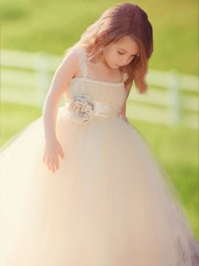 Popular Straps Hand Made Flowers Tulle Flower Girl Dress in Champagne